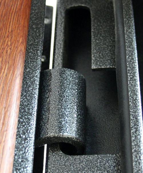 Скрытая петля металлической двери