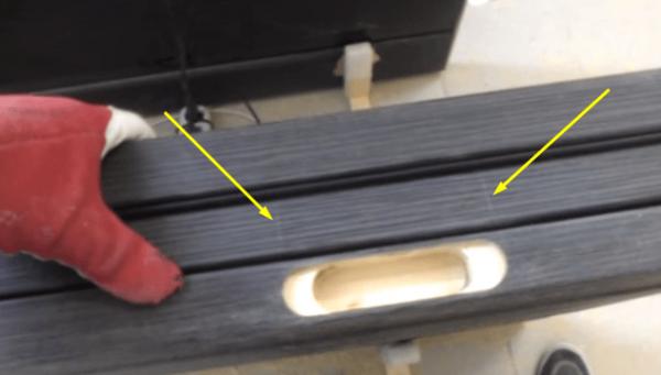 Отверстие для петли в дверной коробке