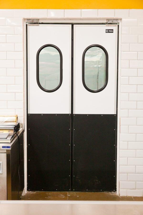 Двустворчатые маятниковые двери