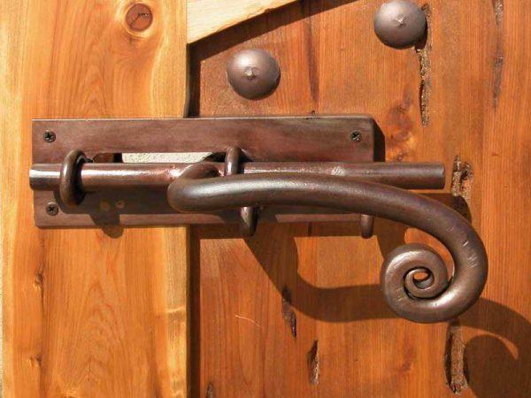Виды шпингалетов для двери