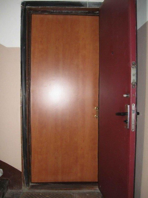Дверной блок с одной рамой и двумя полотнищами