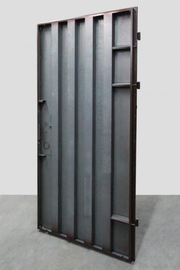 Рёбра жёсткости двери