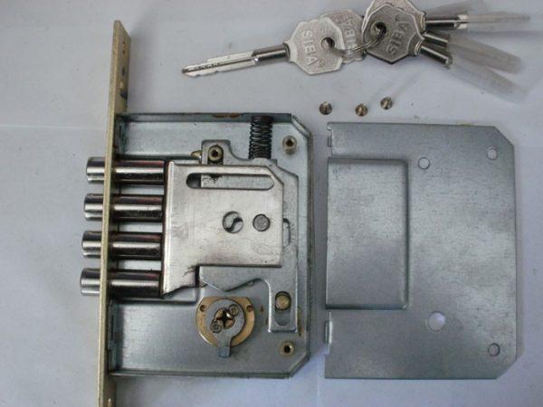 Замок с крестообразными ключами в разборе