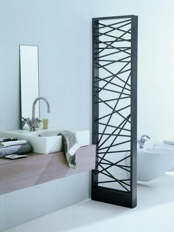 Металлическая перегородка в ванной