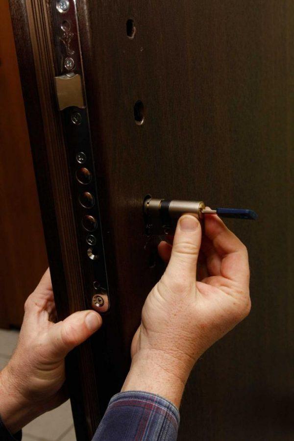 Извлечение дверной личинки