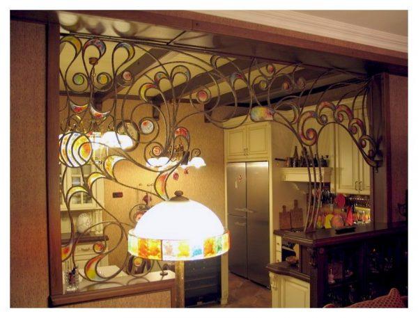 Кованая арка на кухне