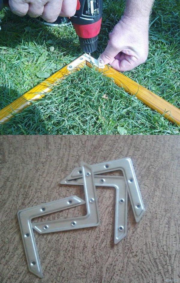 Соединение брусков каркаса металлическими уголками