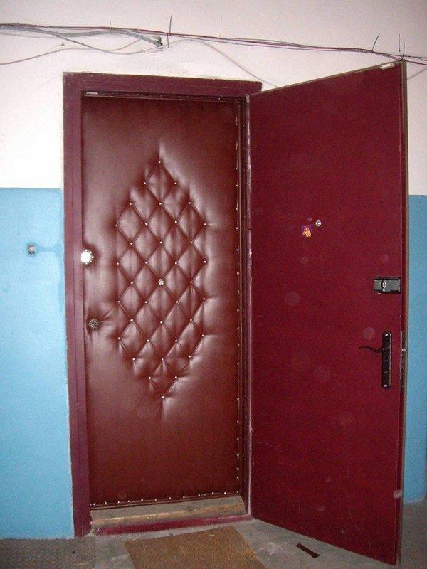 Отделка двери дермантином