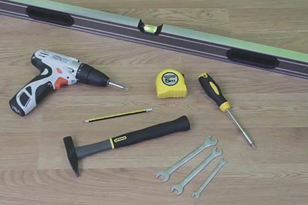 Инструменты для установки ограничителя двери