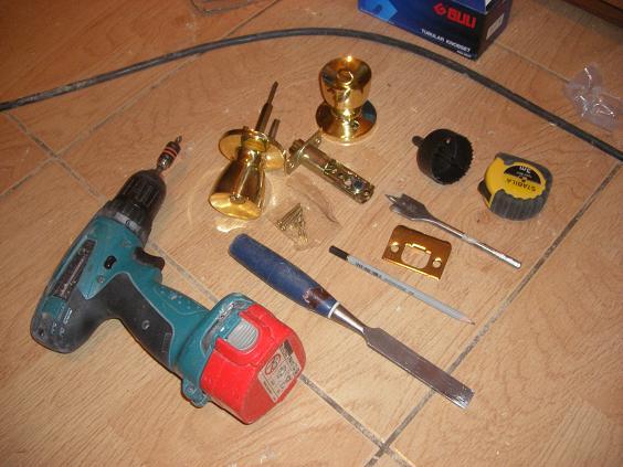 Инструменты для установки врезного замка