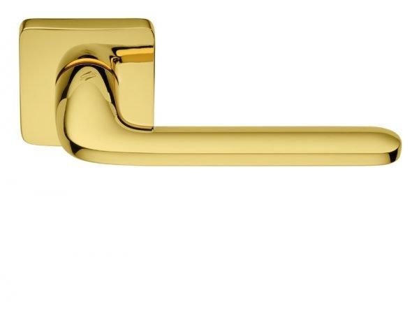 Дверная ручка из латуни