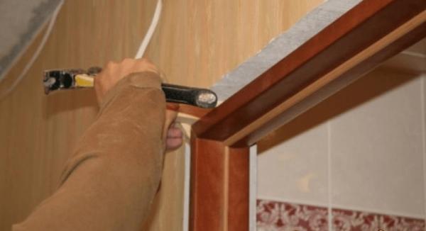 Устранение деформации дверной коробки