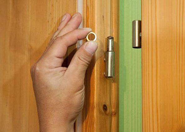 Устранение провисания двери
