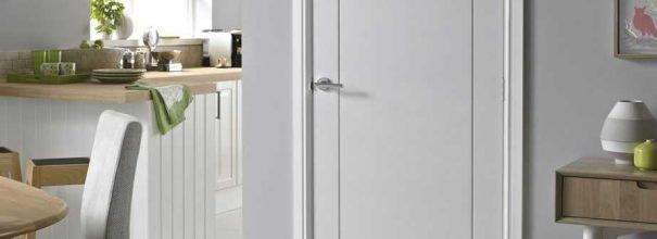 белые межкомнатные двери в интерьере квартиры разновидности и