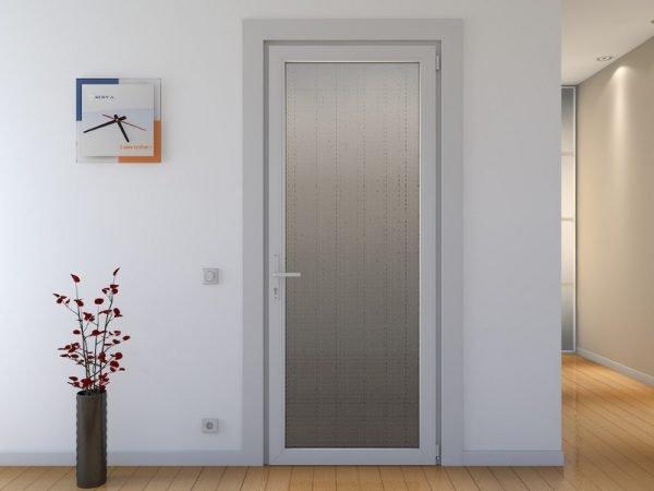Пластиковые двери в жилом помещении