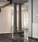 Белые двери в интерьере жилого дома