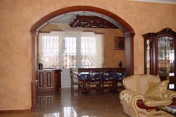 Трёхцентровая арка в комнате