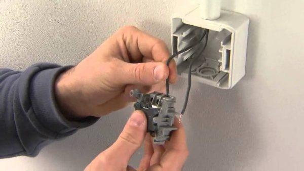 Подключение кабеля к розетке