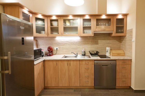 Подсветка над кухонными шкафами