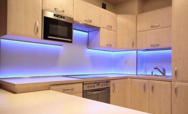 Подсветка под шкафами кухонного гарнитура