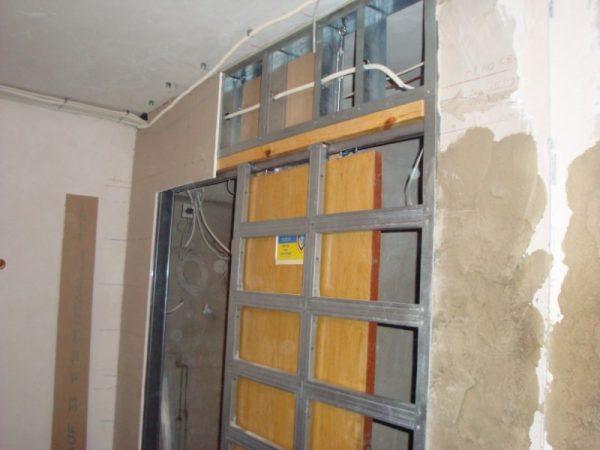 Пенал для раздвижной двери из гипсокартона