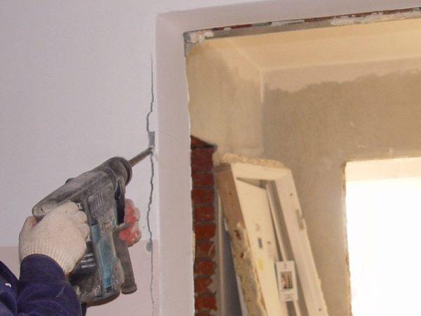 Расширение дверного проёма в кирпичной стене