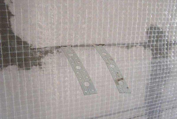 Примыкание к стене