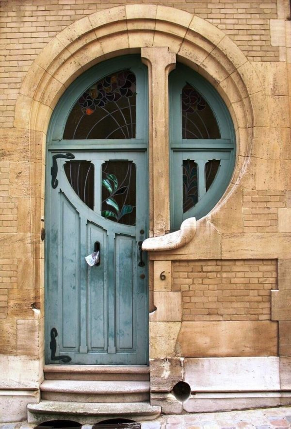 Дверь, обработанная цветным воском