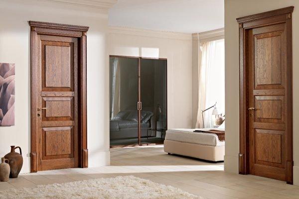 Двери после обработки морилкой