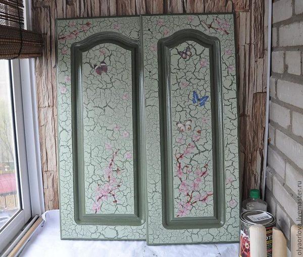 Дверь после кракелирования