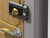 Накладной замок на металлической двери