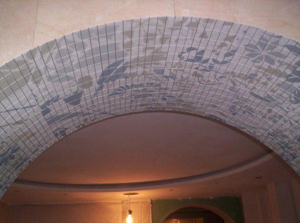Отделка арки мозаикой