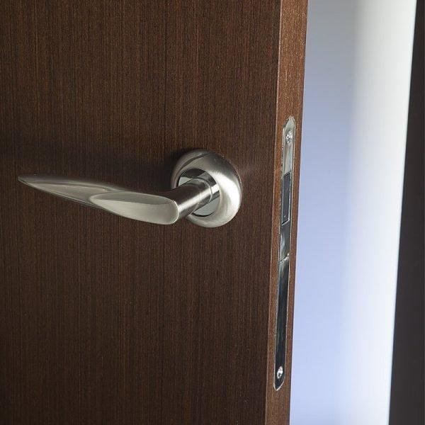 Магнитный замок на межкомнатной двери