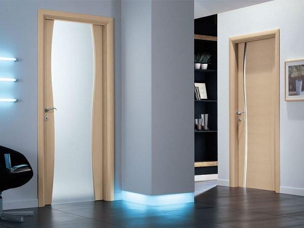 Современные межкомнатные двери со стеклом