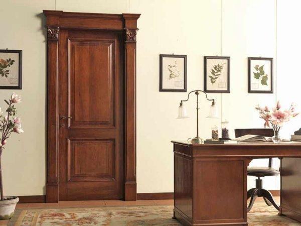 Классические межкомнатные двери из древесины