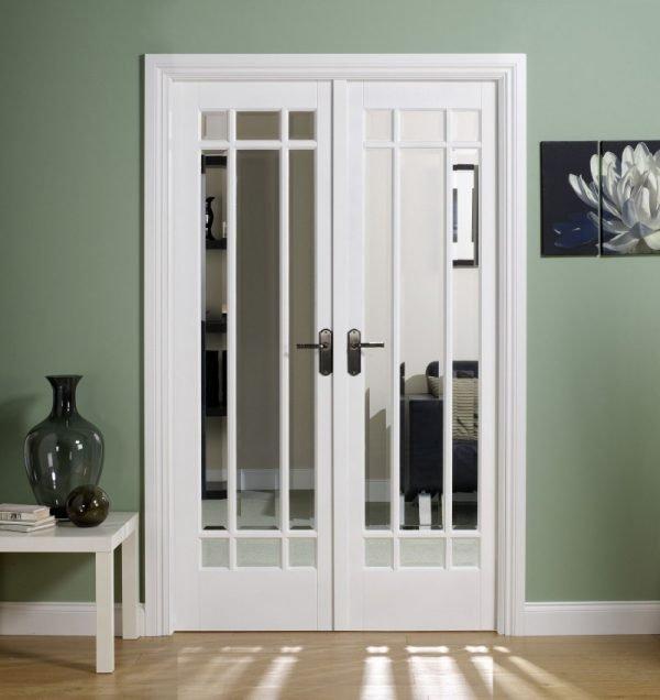 Белые межкомнатные двери со стеклом