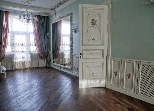 Светлые двери прованс с узорами