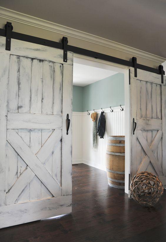 Светлые двери в стиле лофт