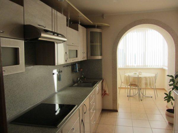 Арка между кухней и балконом