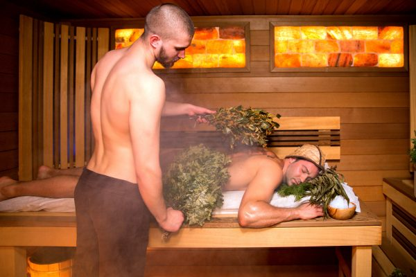 Мужчины в бане