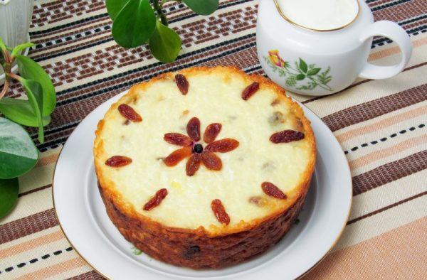 Творожно-рисовая запеканка на большой тарелке