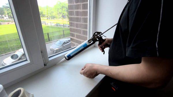 Герметизация шва между окном и подоконником