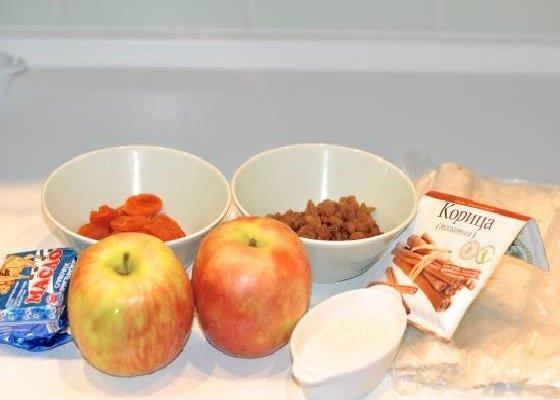 Яблоки, сухофрукты, лаваш, масло