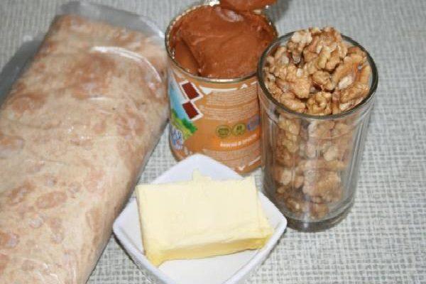 Лаваш, сгущёнка, масло и орехи