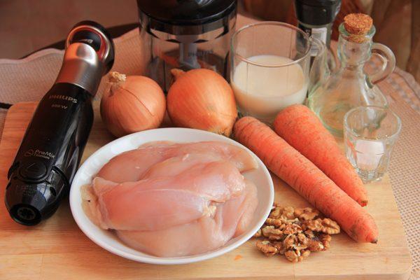 Продукты и инвентарь для приготовления домашнего куриного паштета