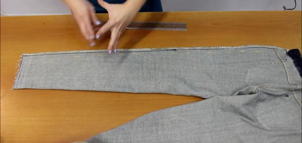 Вывернутые отутюженные джинсы