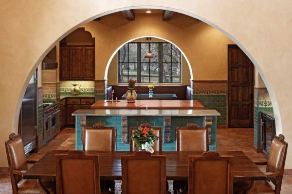 Широкие арки из гипсокартона на кухне