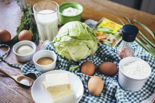 Продукты для приготовления заливного пирога с капустой