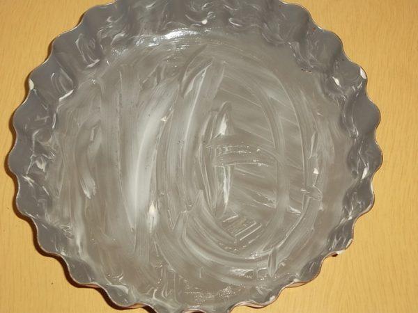 Смазанная сливочным маслом форма для выпечки