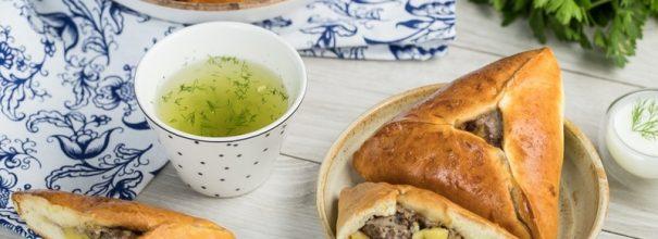 Татарские пирожки с мясом и картофелем - сытное и вкусное угощение, которое украсит любой стол